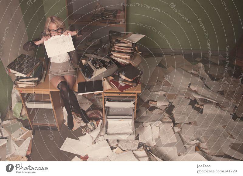 #241729 Stil Studium Arbeit & Erwerbstätigkeit Büroarbeit Arbeitsplatz Wirtschaft Business Karriere Feierabend Frau Erwachsene Brille blond trendy rebellisch