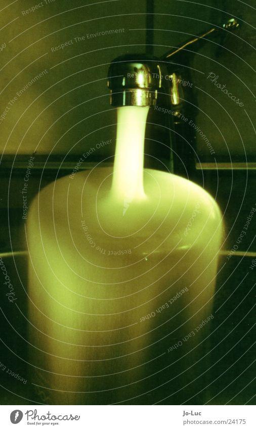viridescence grün Beleuchtung Becher Küchenspüle Geschirrspülen Langzeitbelichtung Wasser laufen Gefäße Wasserhahn