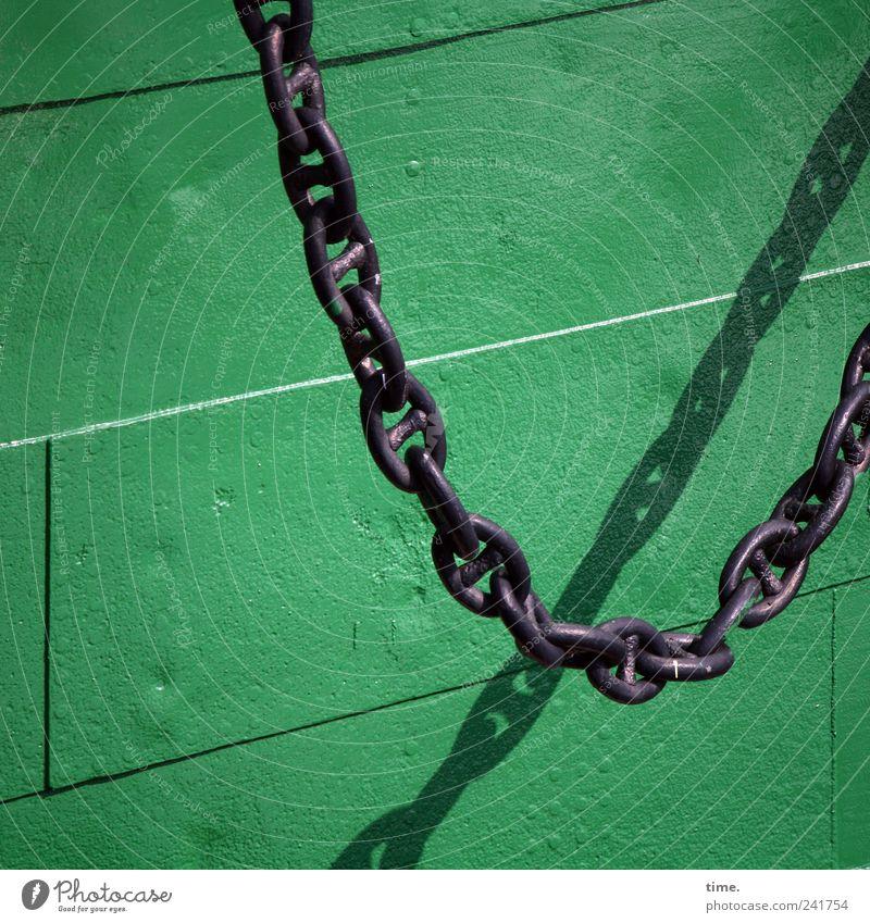 Seemannsschmuck Kette Ankerkette grün Bordwand Niete Metall schwarz Blech parallel Schatten