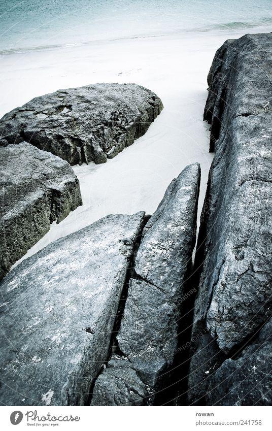 strandfelsen Wasser Meer Strand grau Stein Sand Landschaft Küste Felsen hart