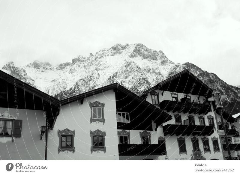 Bergsicht weiß Ferien & Urlaub & Reisen Haus kalt Schnee Fenster Berge u. Gebirge Ausflug wandern Spaziergang Alpen Balkon Bayern Winterurlaub Dachgiebel