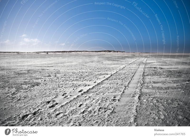 Spiekeroog | long way to.... Natur Landschaft Sand Himmel Strand Nordsee Insel Erholung blau Spuren Freiheit unendlich Farbfoto Außenaufnahme Textfreiraum oben