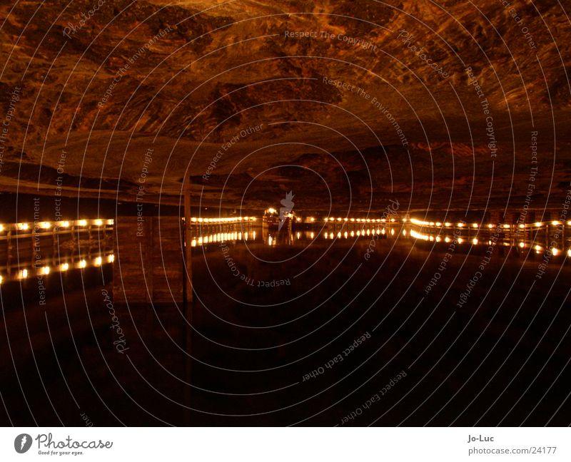 Salzsee See Demontage Höhle unterirdisch Bergbau Industrie Wasser Felsen Stein ruhig