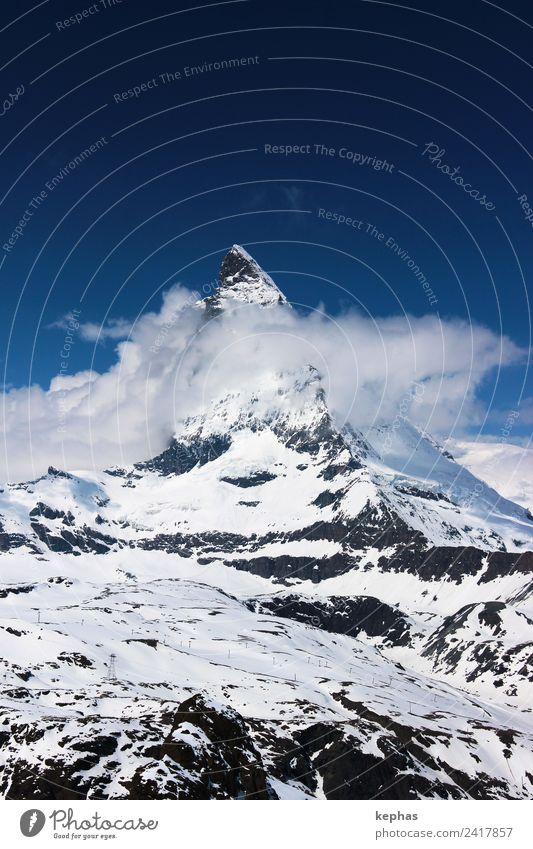 Matterhorn in Wolken Natur Landschaft Himmel Winter Schnee Felsen Alpen Berge u. Gebirge Gipfel Schneebedeckte Gipfel Zermatt Schweiz Menschenleer Wahrzeichen