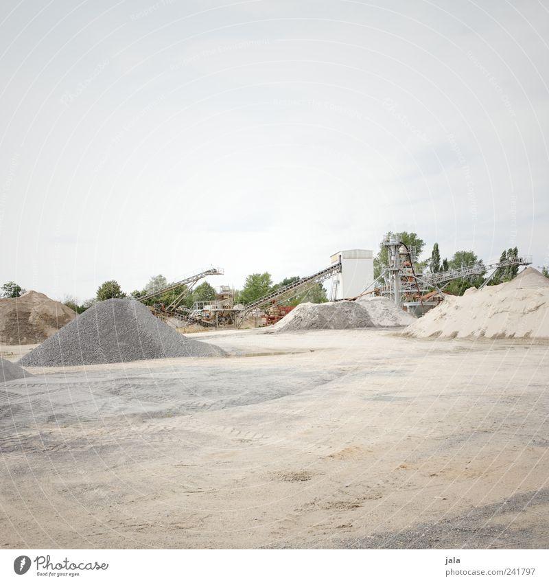 kieswerk Arbeitsplatz Baustelle Unternehmen Himmel Pflanze Baum Stein Sand groß Kieswerk Förderband Platz Hügel Farbfoto Außenaufnahme Menschenleer
