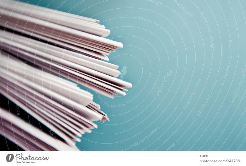 Altstoff blau weiß Linie Papier Lifestyle Kultur einfach Bildung Information Zeitung Medien Werbung Kontakt Anhäufung Stapel Zeitschrift