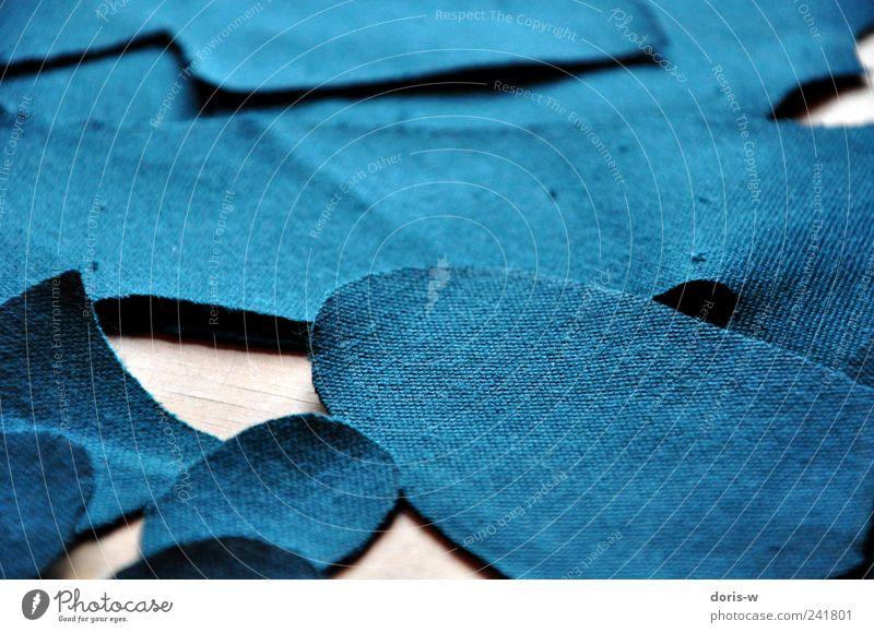Stoffmuster Schreibstift blau grün ausgeschnitten Schnittmuster Nähen Schneidern Stoffreste Oval Strukturen & Formen Textilien Gedeckte Farben Menschenleer