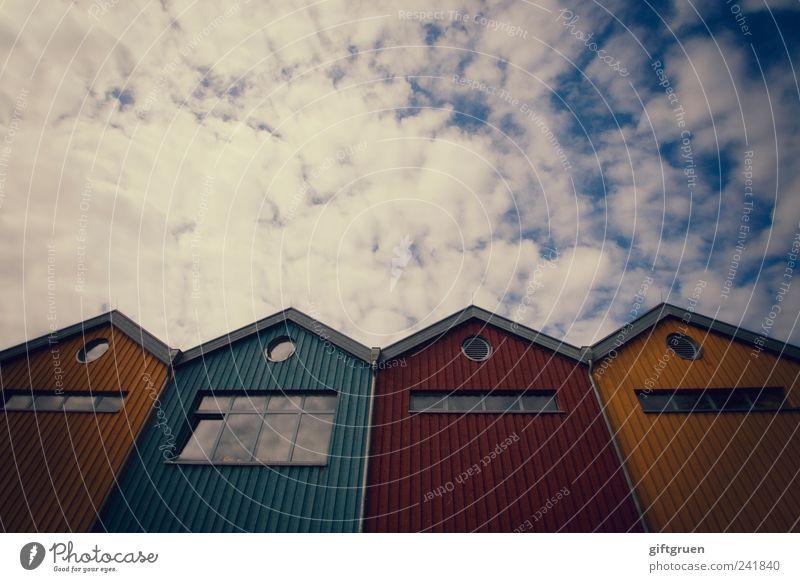 wenn wir groß sind, werden wir wolkenkratzer Himmel blau rot Wolken Haus gelb Fenster Wand Architektur klein Mauer Gebäude Fassade Perspektive außergewöhnlich Dach
