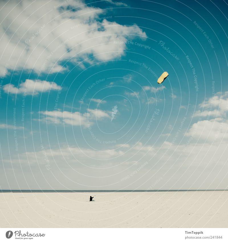 Keine Staus, keine Termine... Meer blau Strand Ferien & Urlaub & Reisen Wolken Einsamkeit Ferne Sport Erholung Sand Küste Wind Horizont Nordsee Hängegleiter