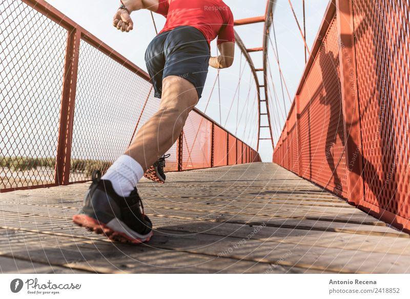 Mensch Mann rot Erwachsene Sport Fitness Brücke Eisenbahn sportlich Muskulatur Fußgänger Joggen 1 Mensch Kaukasier Latein