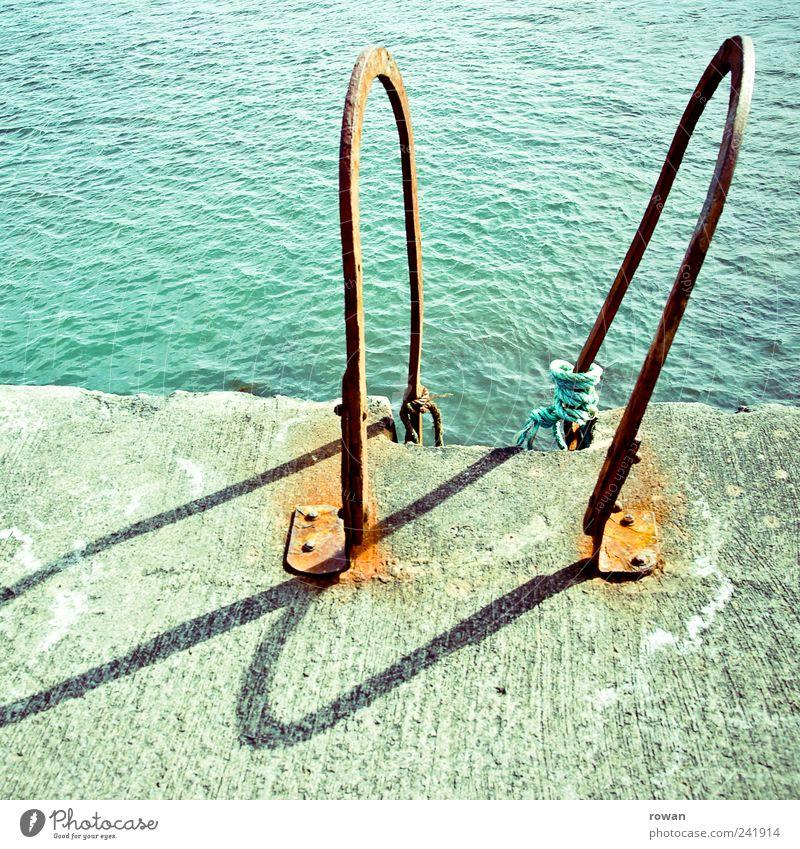 einstieg Wasser alt Meer Sommer See Küste Wellen Beton Schwimmen & Baden heiß Rost türkis Seeufer Anlegestelle Leiter Schönes Wetter