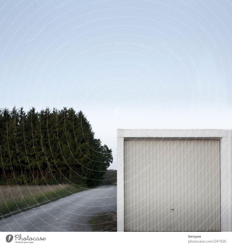 zu vermieten Garage Garagentor Tür Verkehr Straße Wege & Pfade eckig weiß Sicherheit Parkplatz Abstellplatz Tor Farbfoto Außenaufnahme Menschenleer
