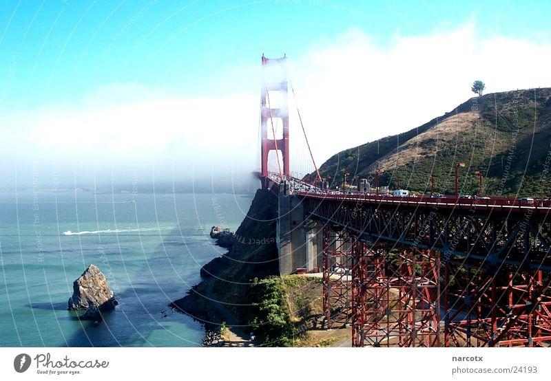 golden gate bridge Wasser Meer Wolken Nebel Brücke USA Wahrzeichen Konstruktion Dunst Bekanntheit San Francisco Hängebrücke Südwest Berühmte Bauten