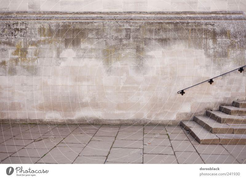 treppen. Haus Kirche Dom Burg oder Schloss Bauwerk Architektur Mauer Wand Treppe Fassade alt historisch Sauberkeit Farbfoto Gedeckte Farben Außenaufnahme