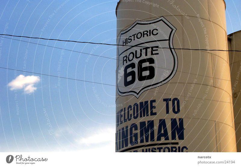route 66 blau USA Amerika Richtung Text Bildausschnitt Anschnitt Englisch Behälter u. Gefäße Silo Route 66 Südwest Lateinische Schrift