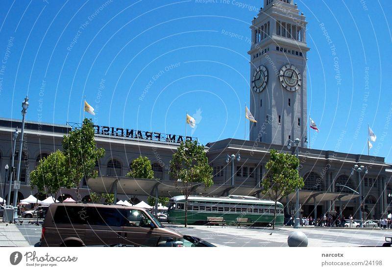 san francisco Uhr Turm USA Hafen Amerika Blauer Himmel Bildausschnitt Anschnitt himmelblau Wolkenloser Himmel San Francisco Turmuhr Klarer Himmel