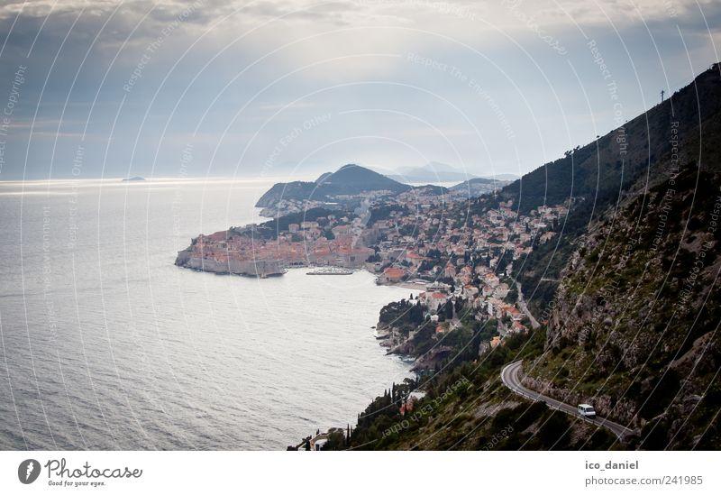 Dubrovnik in Kroatien Wasser Meer Stadt Ferien & Urlaub & Reisen Haus Straße Felsen Ausflug Europa Tourismus Hügel Verkehrswege Unwetter Fahrzeug
