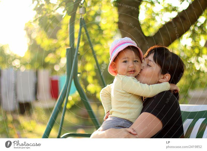 Frau Kind Mensch Jugendliche Junge Frau Freude Mädchen Erwachsene Lifestyle Leben Liebe Gefühle feminin Glück Stimmung Häusliches Leben