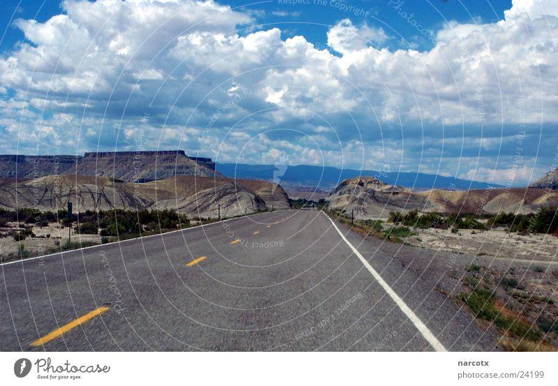 street [3] Wolken Einsamkeit Straße Berge u. Gebirge Linie Beton Verkehr leer USA Amerika schlechtes Wetter Südwest