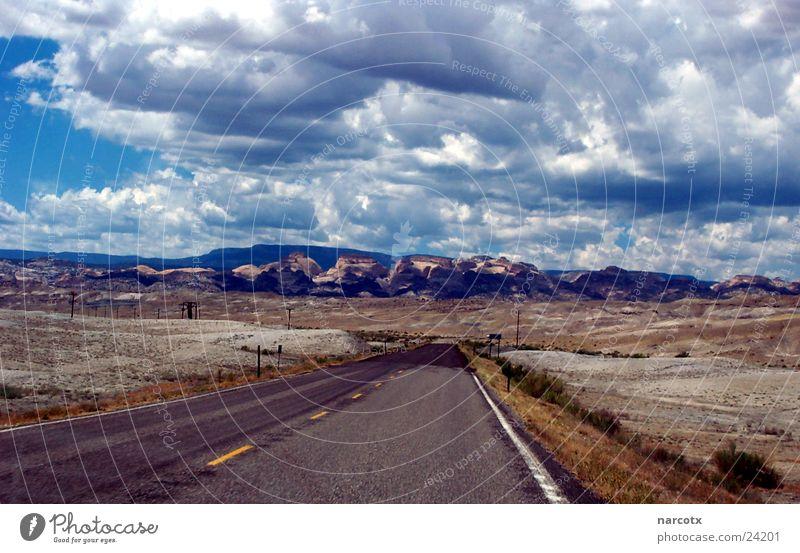 street [2] leer Amerika Südwest schlechtes Wetter Straße USA Wolken Einsamkeit karg Berge u. Gebirge