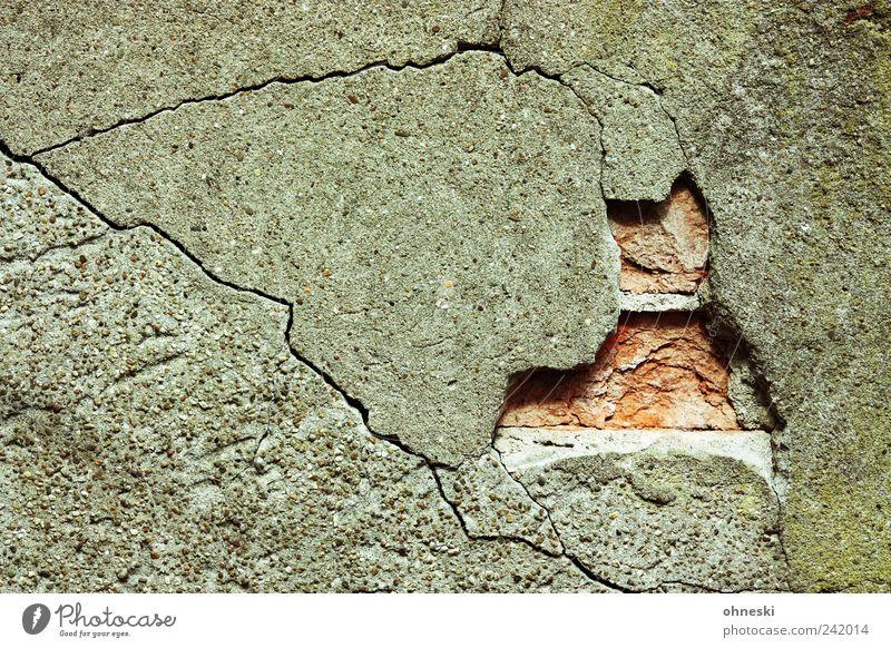 Mauer Wand Stein Fassade kaputt Vergänglichkeit Verfall Riss Putz Fuge