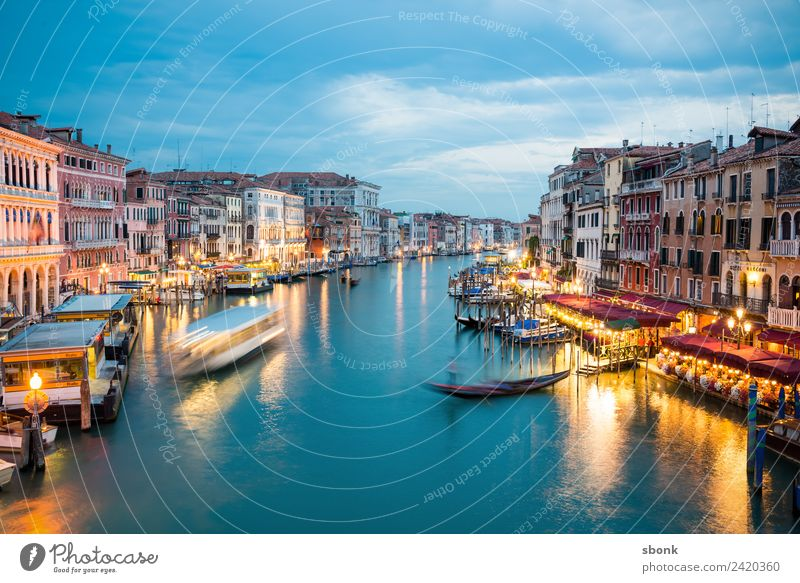 Venezia Ferien & Urlaub & Reisen Sommer Venedig Sehenswürdigkeit Venice Italien Lagoon Water Canal Grande Tourism Italian Farbfoto Abend Dämmerung Kontrast