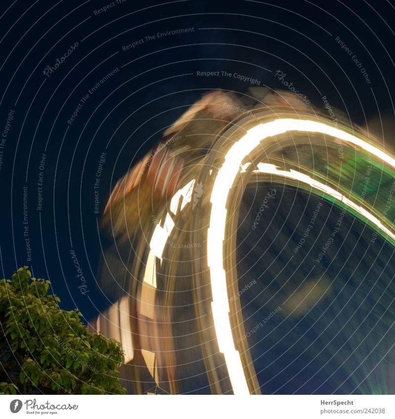 Big wheel keep on turning... Geschwindigkeit historisch drehen Jahrmarkt Wahrzeichen Sehenswürdigkeit Wien Anschnitt Bildausschnitt Drehung Riesenrad Leuchtspur