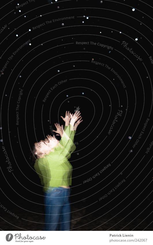 Die Sterne zum greifen nah Mensch Frau blau Hand grün schön schwarz Erwachsene oben Kunst Regen außergewöhnlich ästhetisch Stern (Symbol) einzigartig Vergänglichkeit
