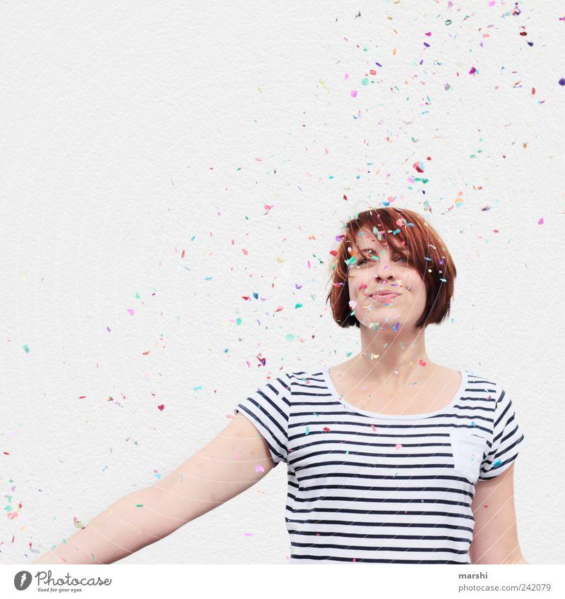 es gibt immer einen Grund zu feiern... Frau Mensch Freude feminin Party Stil Glück Stimmung hell Feste & Feiern Erwachsene Geburtstag Fröhlichkeit gestreift Konfetti Stimmungsbild