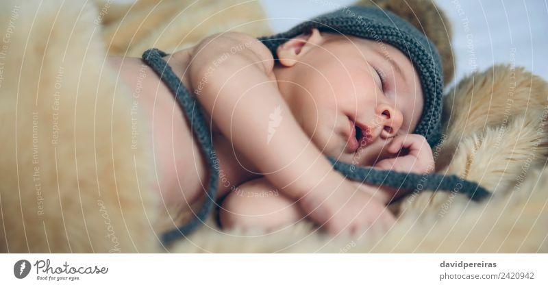 Baby Mädchen mit Pomponhut schlafend schön ruhig Schlafzimmer Kind Mensch Frau Erwachsene Mund Hut Liebe authentisch klein nackt niedlich bequem Leichtigkeit