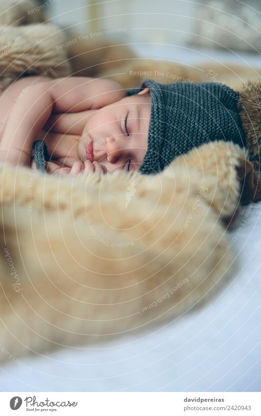 Frau Kind Mensch nackt schön ruhig Erwachsene Wärme klein Textfreiraum authentisch Baby niedlich schlafen Hut heimwärts
