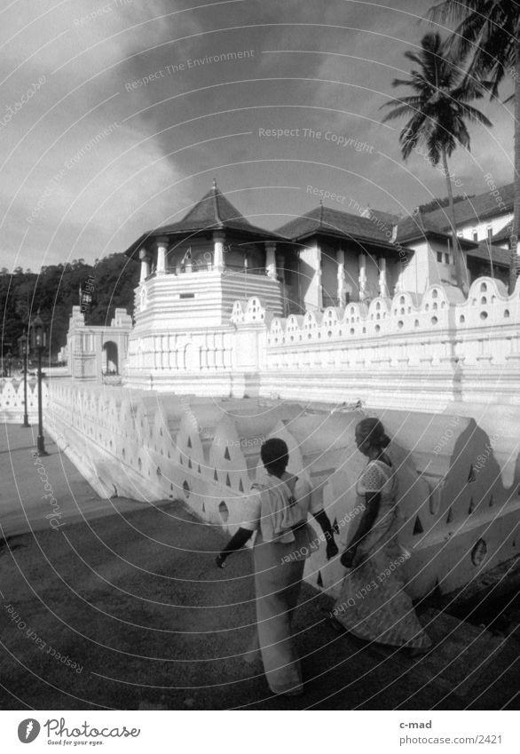 Zahntempel in Kandy - Sri Lanka Erfolg Tempel des Zahns Buddha Mensch Schwarzweißfoto
