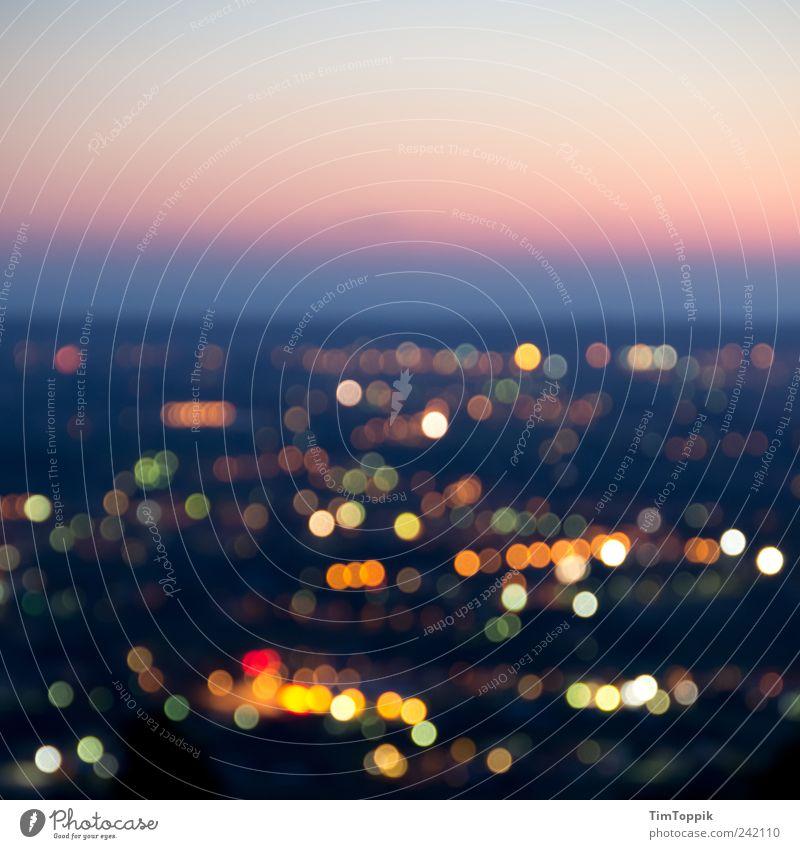 Pisa-Studie 2011 Horizont schön Toskana Licht Lichtermeer Aussicht dunkel Sonnenuntergang Dämmerung Abend Abenddämmerung Abendsonne Unschärfe Himmel