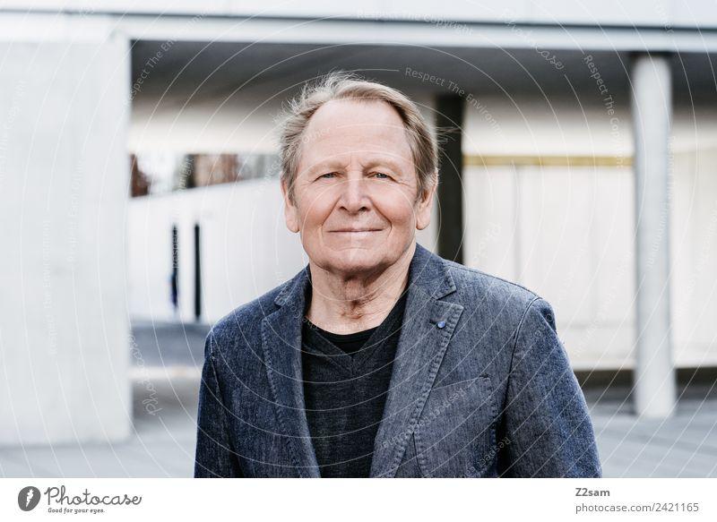 Roland Lifestyle Stil Männlicher Senior Mann 60 und älter Stadt Hochhaus Mode blond kurzhaarig Lächeln lachen alt Erfolg Glück natürlich Zufriedenheit
