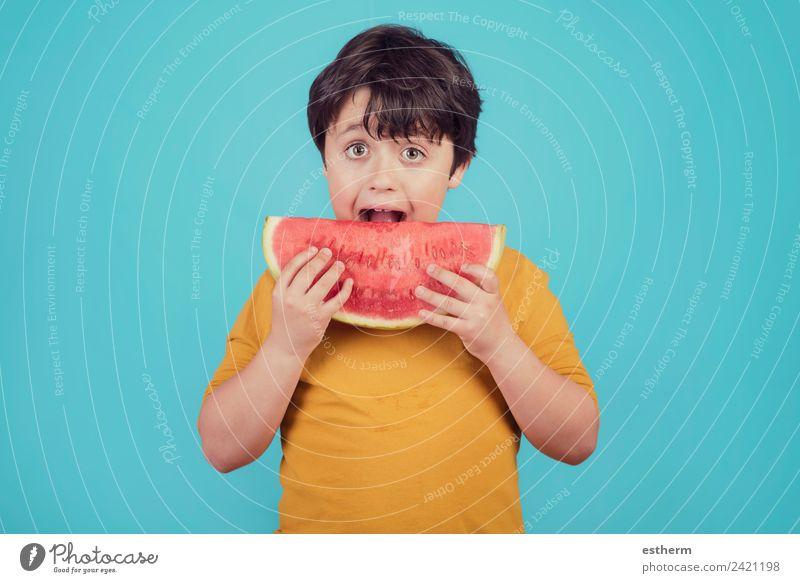 Glückliches Kind isst Wassermelone Lebensmittel Frucht Ernährung Essen Mittagessen Bioprodukte Diät Lifestyle Freude Mensch maskulin Kleinkind Junge Kindheit 1