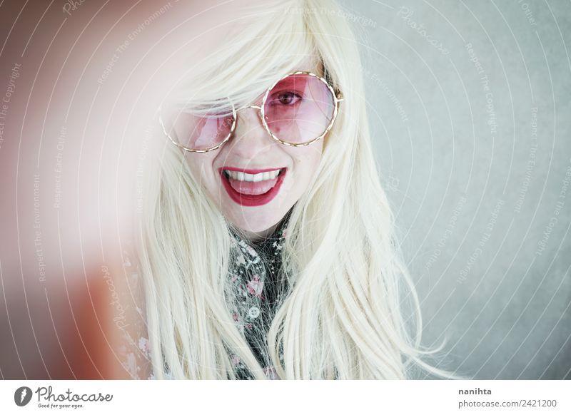 Junge, stilvolle und glückliche Frau Reichtum elegant Stil Freude schön Haare & Frisuren Haut Gesicht Mensch feminin Junge Frau Jugendliche Erwachsene 1