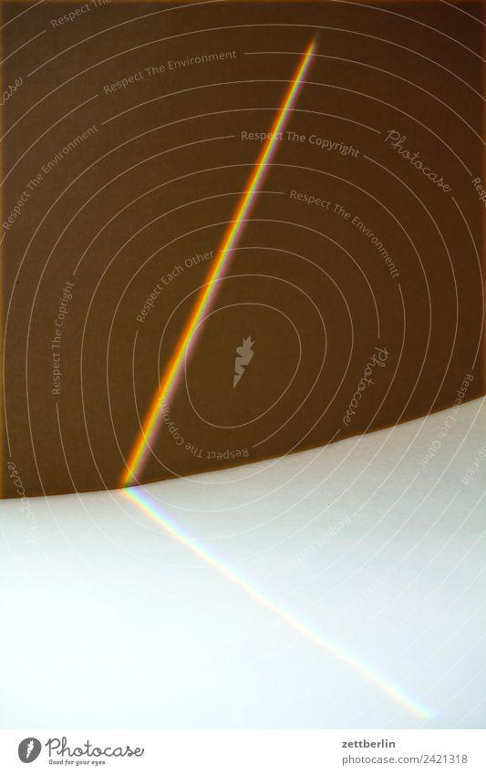Prisma Strukturen & Formen Geometrie Karton Licht Lichtbrechung Lichtstreifen Lichtschweif Lichtstrahl Regenbogen regenbogenfarben Spektralfarbe Stoff Optik