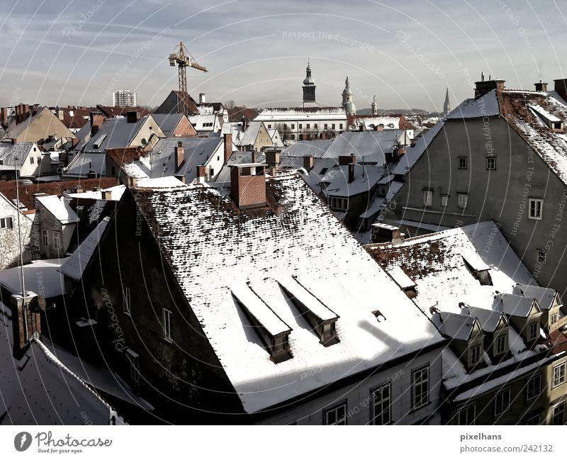 überblicken Himmel weiß Stadt blau Winter Haus Wolken Ferne Schnee grau Gebäude Eis Umwelt Horizont Fassade Ausflug