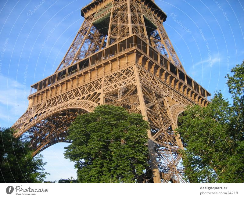 Paris Eifelturm Tour d'Eiffel Frankreich Kunst Park historisch Turm Sehenswürdigkeit Architektur