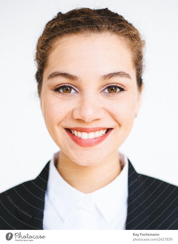 Portrait von lächelnder Geschäftsfrau Frau Mensch Jugendliche 18-30 Jahre Gesicht Erwachsene Leben Stil Business Arbeit & Erwerbstätigkeit Büro elegant blond
