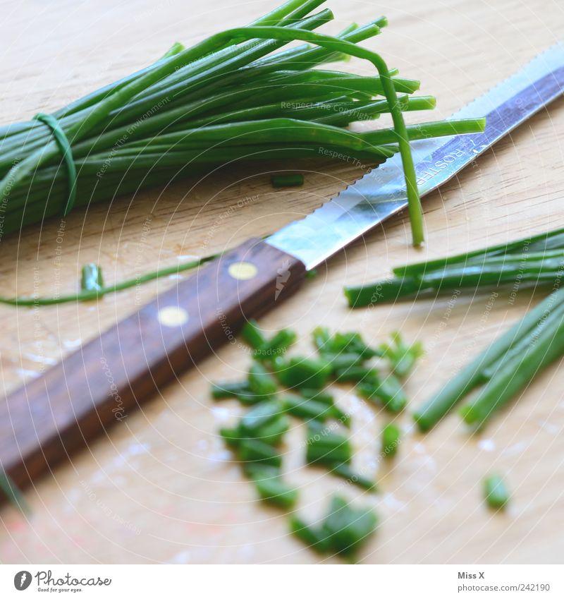 Schnittleiche grün Ernährung Lebensmittel frisch lang Kräuter & Gewürze lecker Appetit & Hunger Schneidebrett Bioprodukte Messer geschnitten Vegetarische Ernährung Schnittlauch Küchenkräuter