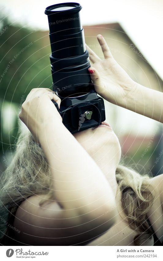 da oben ist auch noch was Mensch Jugendliche Hand grün schön feminin Freizeit & Hobby blond Arme Aktion Coolness einzigartig niedlich beobachten festhalten