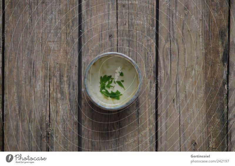 Tee Lebensmittel Bioprodukte Getränk Heißgetränk Becher Nutzpflanze frisch Gesundheit Brennnessel Teetrinken Holztisch Heilpflanzen Teetasse Natur