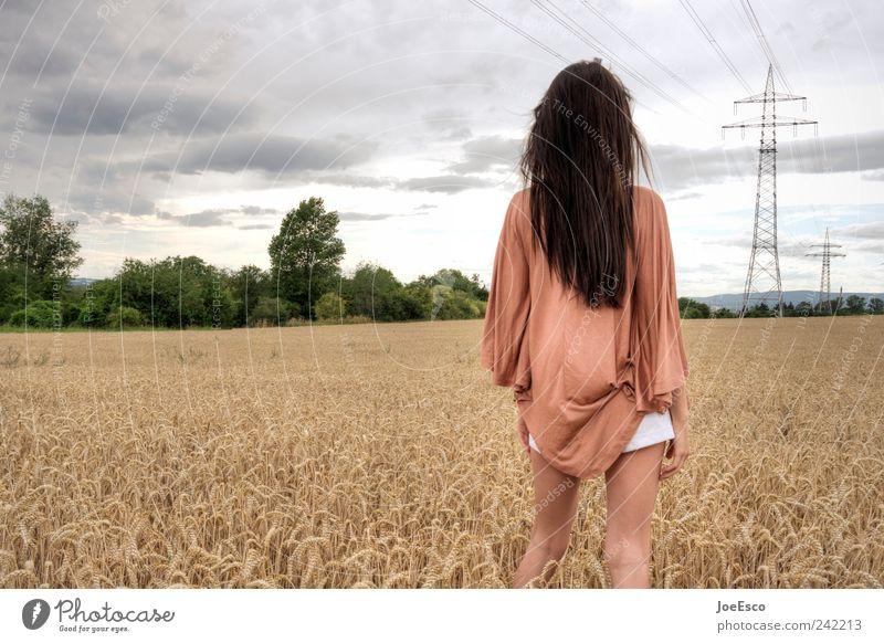 #242213 Lifestyle Ferien & Urlaub & Reisen Ferne Freiheit Sommer Frau Erwachsene Landschaft Himmel Wolken Baum Feld Mode langhaarig beobachten Erholung stehen
