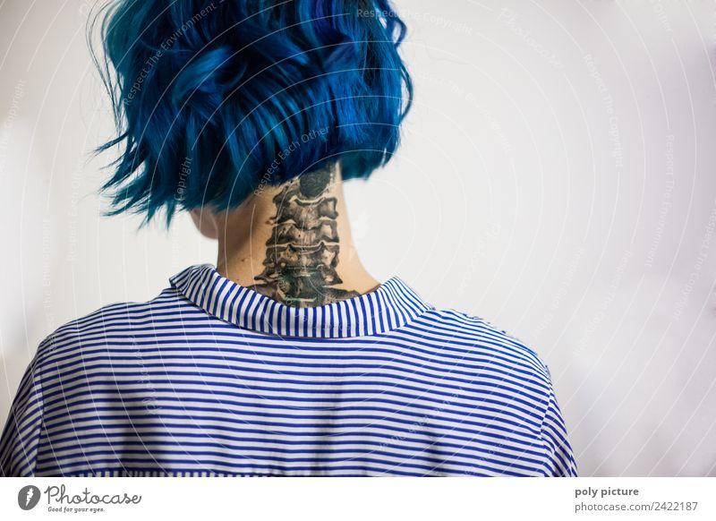 [AM102] - Columna vertebralis ferro picta Haare & Frisuren Leben feminin Junge Frau Jugendliche Rücken Hals 18-30 Jahre Erwachsene Jugendkultur Subkultur Tattoo
