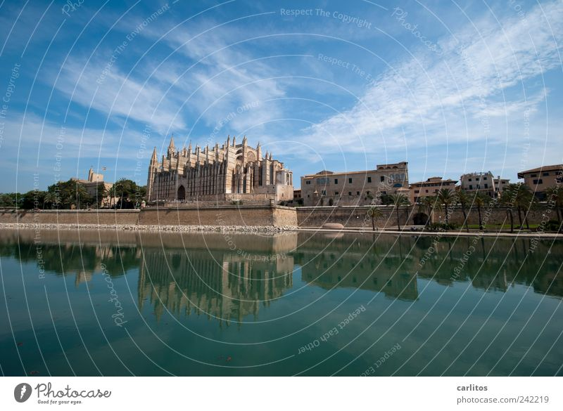 Postkarte aus Palma Wasser alt Himmel blau Ferien & Urlaub & Reisen Ferne Luft Religion & Glaube Architektur ästhetisch Tourismus Kirche Schönes Wetter Glaube Tradition