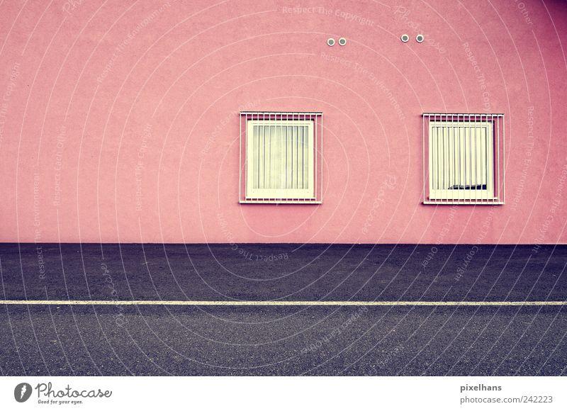 gefangen Haus Gebäude Mauer Wand Fassade Fenster Gitter Wege & Pfade Beton Glas Metall Stahl eckig kalt Sauberkeit grau rosa schwarz weiß Asphalt