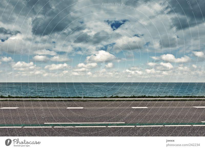 Querverbindung Wasser Himmel weiß Meer blau Wolken Straße grau Linie Küste Straßenverkehr Wetter Umwelt Horizont Klima Streifen