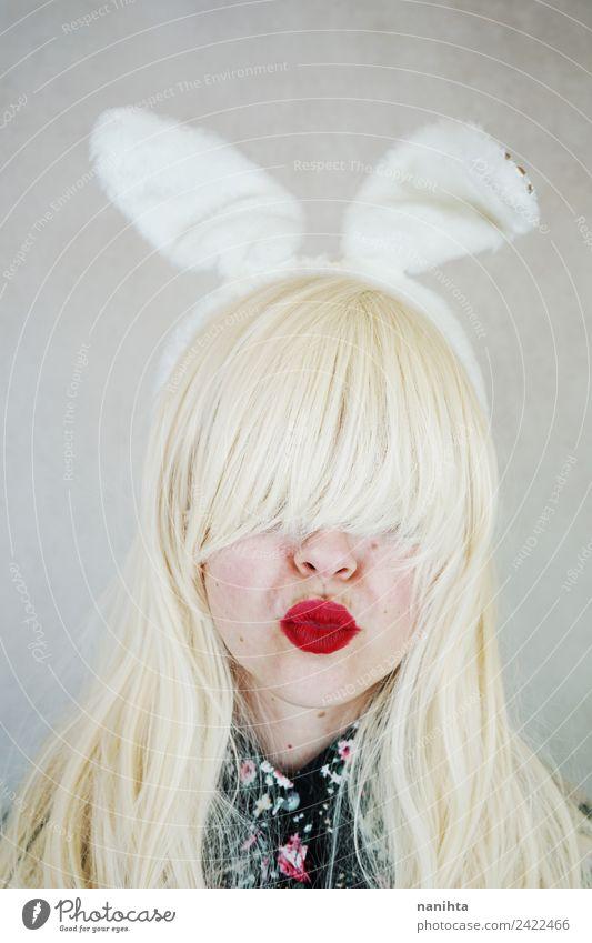 Junge Frau mit Kaninchenohren und Küssen Stil Design exotisch Gesicht Lippenstift Feste & Feiern Karneval Ostern Mensch feminin Jugendliche 1 18-30 Jahre