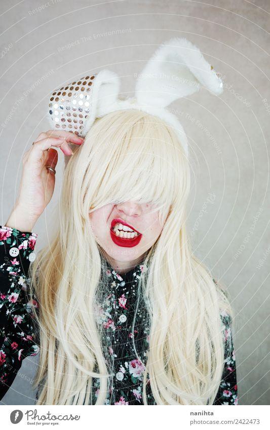 Junge und verrückte Frau mit Kaninchenohren Stil Design Haare & Frisuren Gesicht Party Feste & Feiern Karneval Ostern Mensch feminin Junge Frau Jugendliche 1